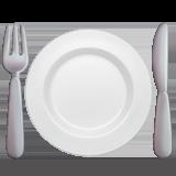 Вилка и нож с тарелкой