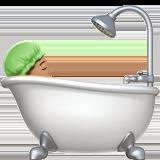 принимает ванную (оливковый тон)